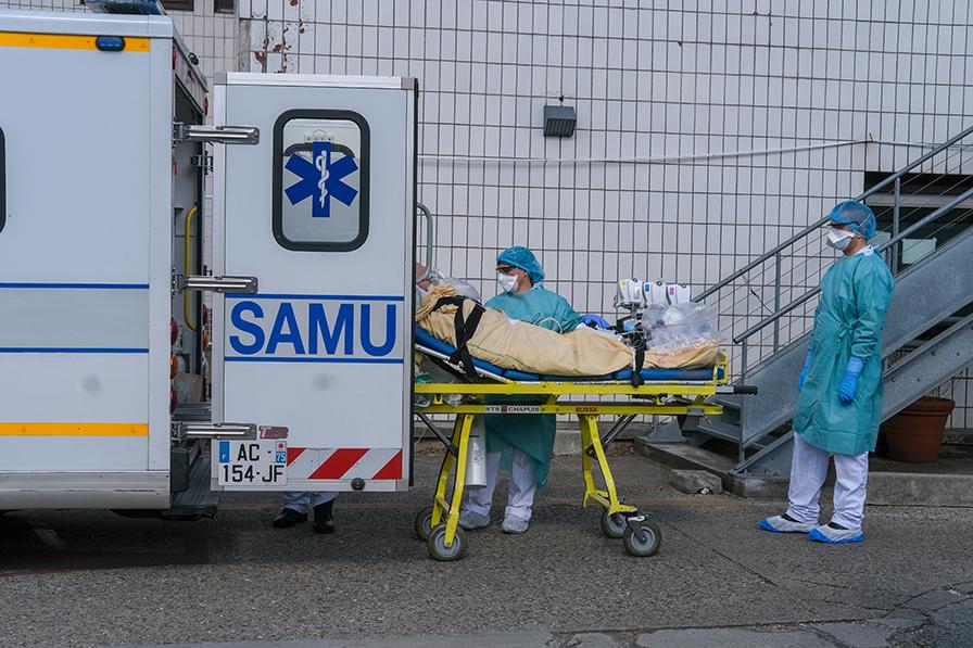 Reportage photo sur le front du COVID-19 au SAMU de Paris AP-HP