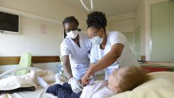Étude de 821 patients âgés souffrant d'une infection au SARS-Cov-2 et hospitalisés dans un service de gériatrie aiguë