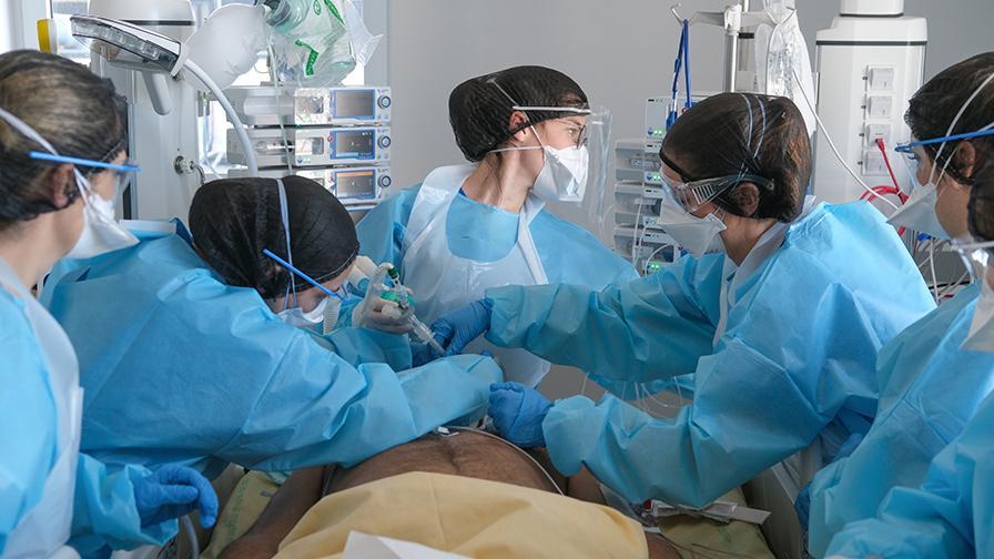 Reportage photo sur le front du COVID-19 à l'hôpital Henri Mondor AP-HP