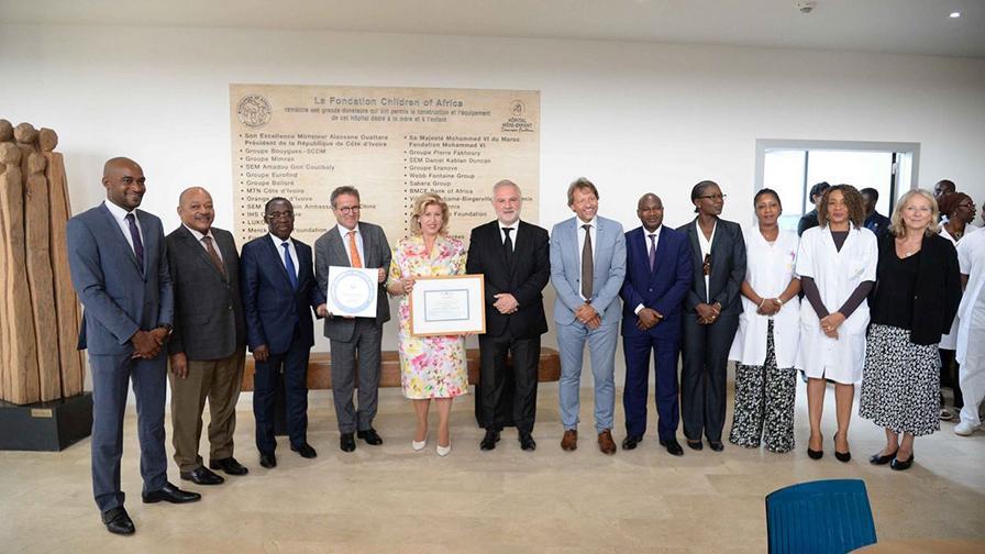 Remise du label qualité et sécurité des soins AP-HP à l'hôpital mère-enfant de Bingerville à Abidjan