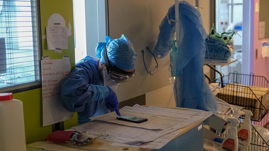 Reportage photo sur le front du COVID-19 à l'hôpital Necker - enfants malades AP-HP