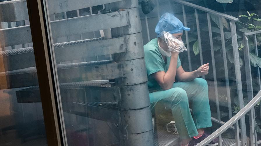 Soignant service de réanimation chirurgicale hôpital Lariboisière AP-HP