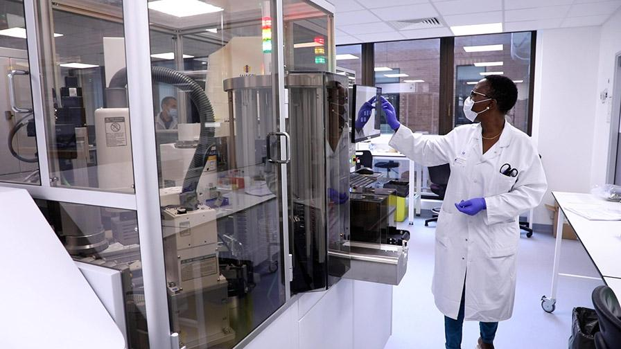 Plateforme de microbiologie automatisée dotée d'intelligence artificielle (IA)