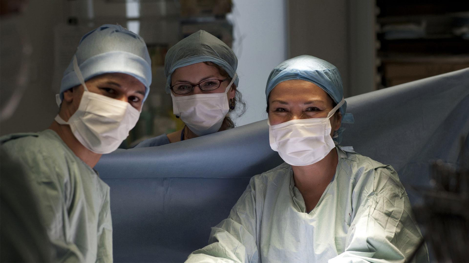 Chirurgiens au bloc opératoire, AP-HP