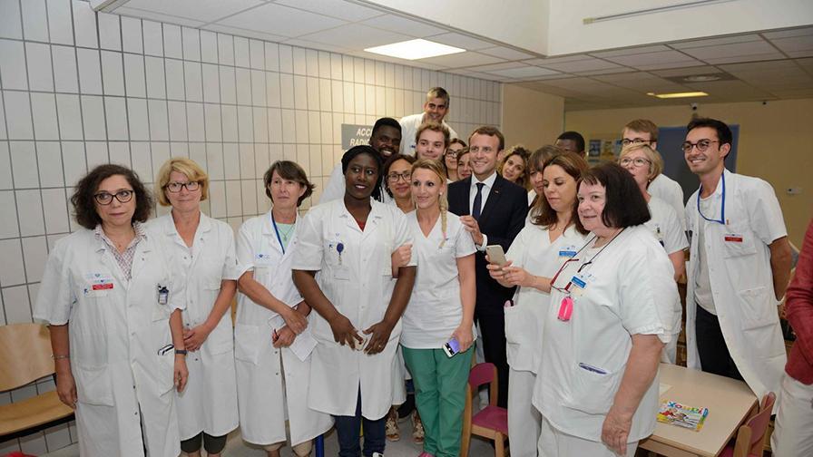 Le président de la République a visité l'hôpital Robert-Debré